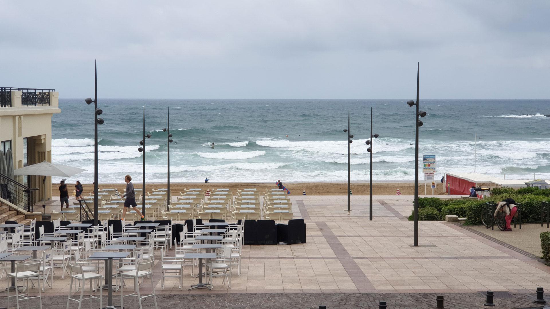 parvis casino biarritz mâts d'éclairage