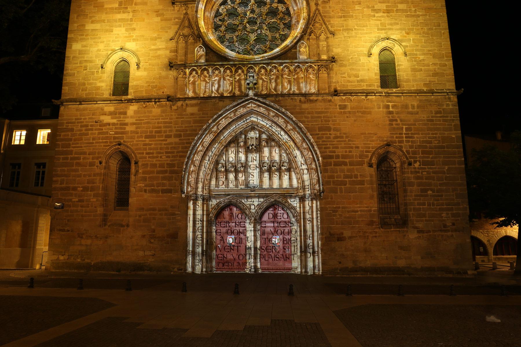 mapping vidéo sur le porche et la rosace de la cathédrale de cahors