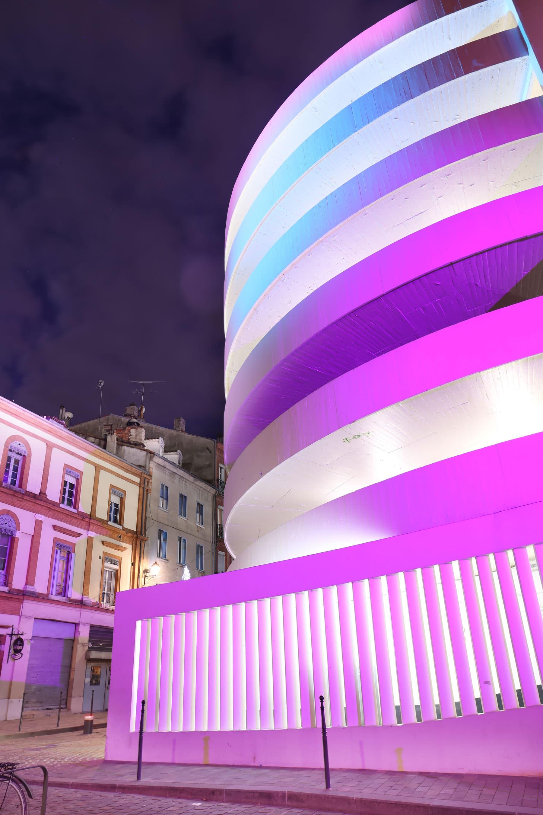 Effet lumière aurores boréales polaires sur un bâtiment
