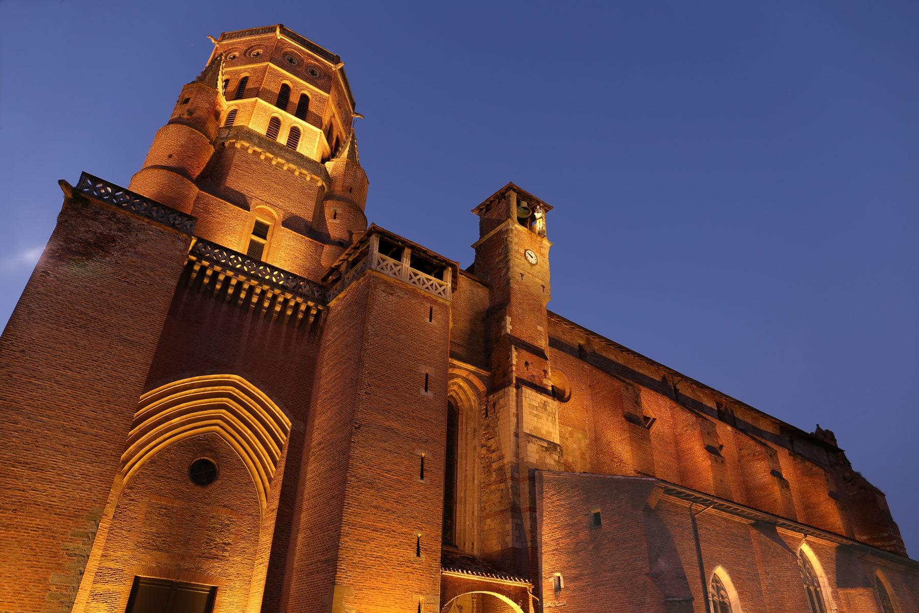 cathédrale de lavaur de nuit