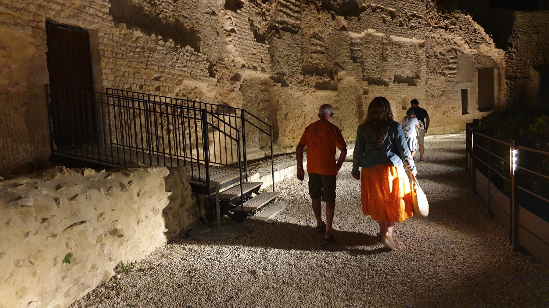 hémicycle du théatre antique romain d'orange de nuit